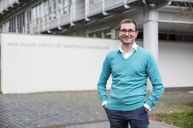Scientist at the Max Planck Institute for Terrestrial Microbiology is honored for outstanding achievements in the field of artificial photosynthesis